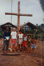 Pequenos agricultores de Eldorado do Carajás guardam fotografias de passagens da missionária Dorothy Stang pelos acampamentos do município no Pará. Ela foi assassinada em Anapu em 2005 FOTO DE ARQUIVO / Estadão
