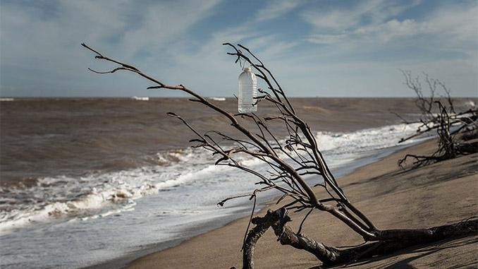 Praia de Regência, na foz do rio Doce, litoral do Espírito Santo (Foto Avener Prado/Folhapress)