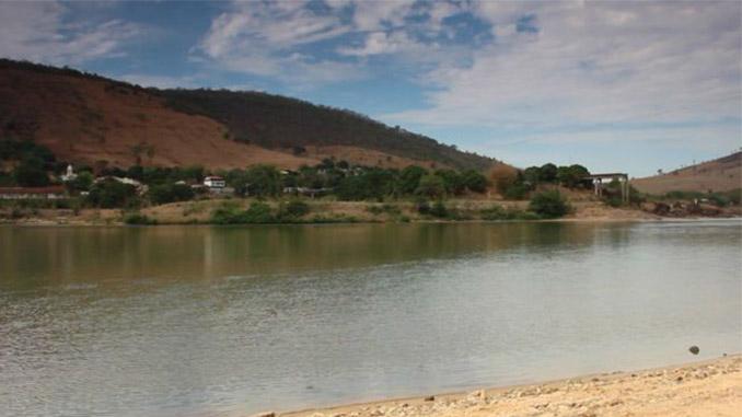 Registro da passagem do rio Doce por Colatina (ES), antes da chegada da lama. Local é muito procurado por pescadores, em busca de dourados, tucunarés, cascudos e outras espécies de peixes. Foto: BBC brasil